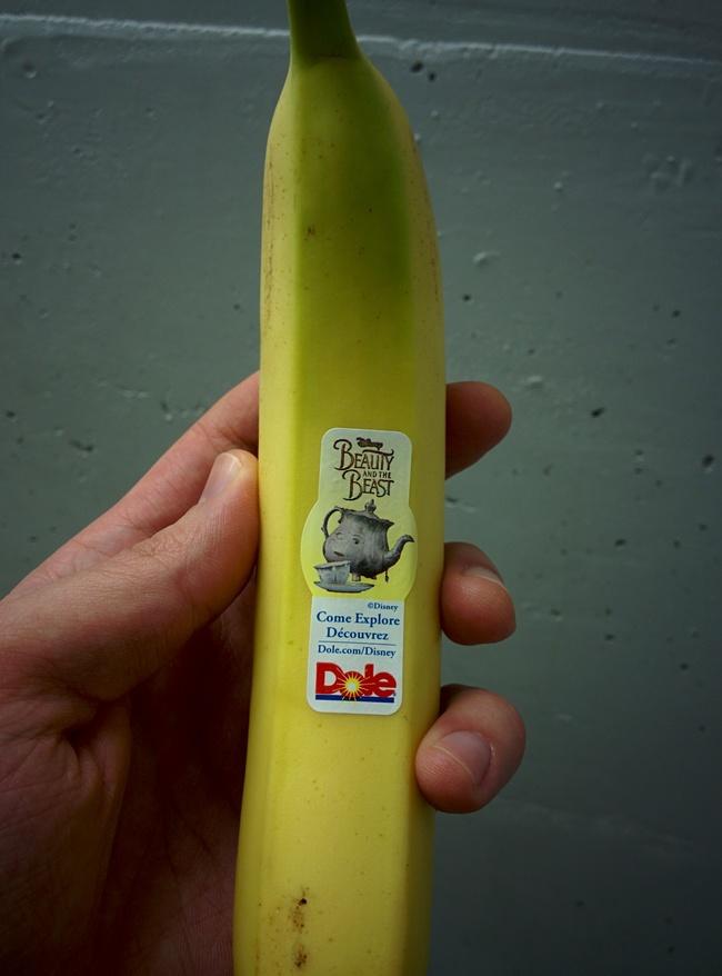 Anuncio en la pegatina de un  plátano